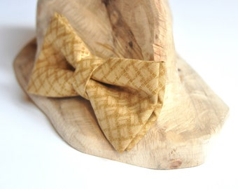Bow Tie in Brown and Gold. Groom Bow Tie. Metallic Bow Tie. Pre tied Bow Tie