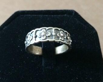Size 6.5 Sterling Silver Flower Pattern Ring