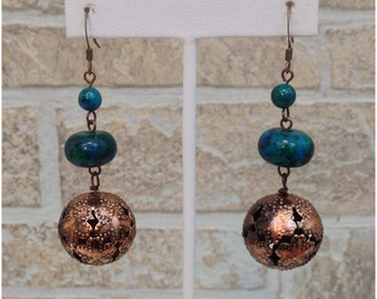 Dangling copper earrings with turquoise stones and copper ball