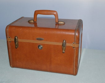 Classic Train Case from the '50's. Caramel carryon, from a property shop
