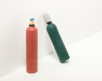 2 HO scale gas cylinder miniatures, scale models (H0 1:87) for model building, railroad hobby, diorama, terrarium, collectable