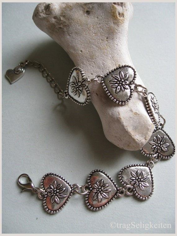 Bracelet with hearts and Edelweis