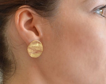 Coin Gold Stud Silver, Textured Earrings, stud earrings, stud earrings gold, gold stud earrings, gold post earrings, post earrings, urban