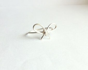 Silver Bow Ring, Wire Bow Ring, Tiny Bow Ring, Dainty Bow Ring, Dainty Ring, Thin Band Ring, Bridesmaid Knot Ring, Simple Silver Ring Gift