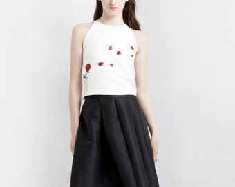 Fine Art Collection white rose petals A shoulder chic top