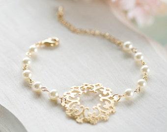 Bridal Bracelet Bridesmaid Bracelet Gold Filigree Cream White Pearls Bracelet Adjustable Bracelet Bridesmaid Gift Gold Wedding Jewelry