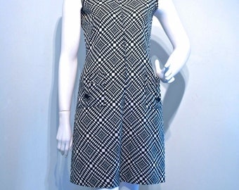 Vintage 1960s OP ART Black and White Mod Scooter Shift Dress // Front Zipper and Patch Pockets