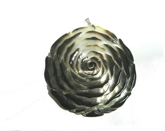 Flower Mother of Pearl Pendant