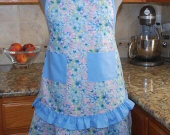 Retro style apron with a daisy print