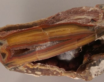 Teepee Canyon agate rough from South Dakota