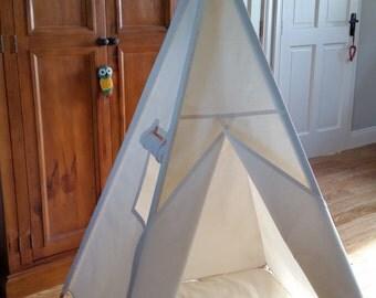Kids Teepee / wigwam / play tent with flap window and poles