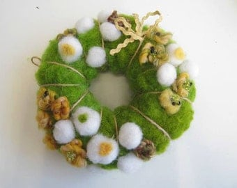 Felted Easter wreath,  Easter decoration wool wreath, Green wool Easter wreath, Needle felted wreath, Wool wreath