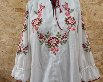 Stunning Vintage Peasant Blouse - White and Red