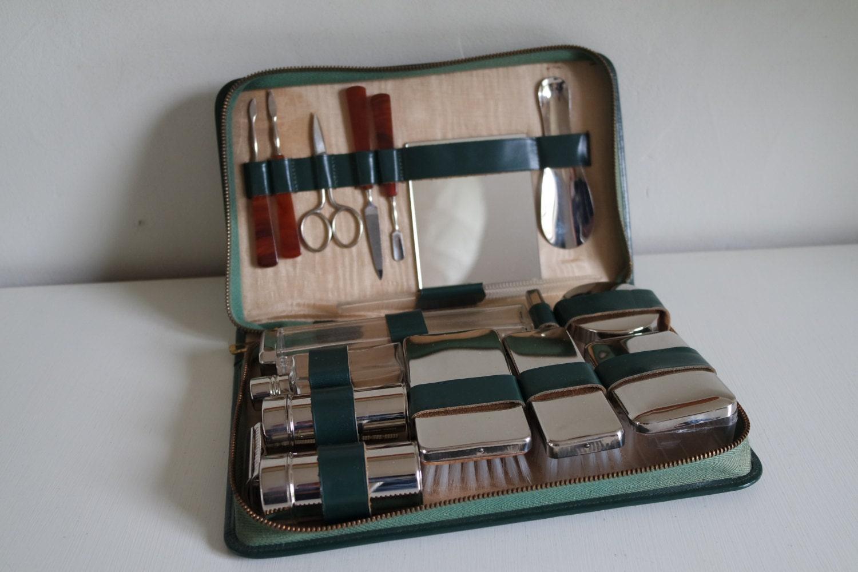 trousse de toilette homme en cuir vintage 50 39. Black Bedroom Furniture Sets. Home Design Ideas
