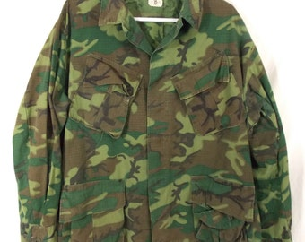 Vietnam War dated 1969 Military Coat, Man's, Combat, Tropical Camouflage, Lightweight