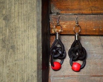 Leather lace earrings and red wooden beads with knot