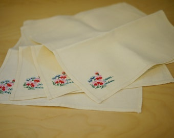 Embroidered Linen Napkins / Set of 4