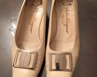 Cream leather  Salvatore  ferragamo  shoes size 6
