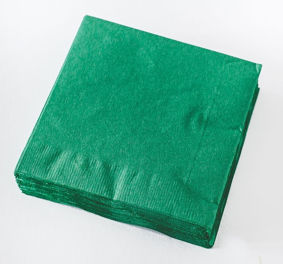 Serviettes en papier vert meraude lot de 50 serviettes en - Serviette en papier vert fonce ...