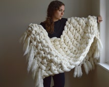 Chunky Knit Blanket - 100% Merino Wool Throw with Fringe - Chunky Blankets