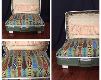 Vintage suitcase pet bed - Business Pup