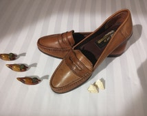 Tan women's leather loafers / vintage shoes