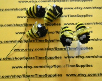 """Darice - 1601-36 Chenille Bee with Wire  - yellow and black - approx 1"""" -  5 pcs"""