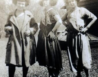 vintage photo 1930s Women with Circassian Frizzy Hairdos