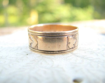 Antique 14K Rosy Gold Ring with Ivy Leaves, Place to Engrave Monogram, Victorian Wedding Ring Hand Engraved 1878, Charming