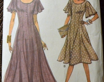 Sewing Pattern Vogue 8696 Misses' Dress Size 6-10  Bust 29-32 Inches Complete