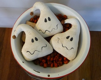 Primitive Halloween ghost bowl filler tuck ornies