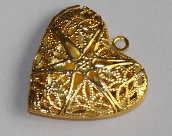 5 pcs of gold plated filigree heart Locket Pendant 25x24x6mm