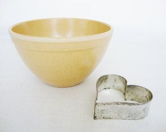 vintage mixing bowl honey color ellingers size small