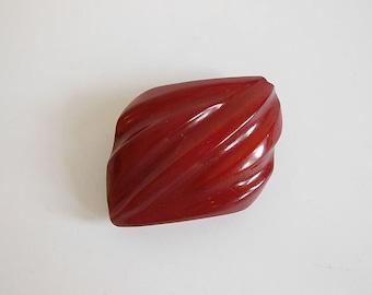 vintage brooch /  Vintage Bakelite 40's Brick Red 1940s Brooch