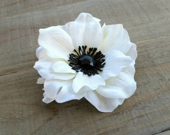 Bridal Light Ivory Anemone Flower Fascinator Hair Clip Floral Head Piece Pin Black Faceted Rhinestone Silk Flower Corsage Brooch 0454MD220