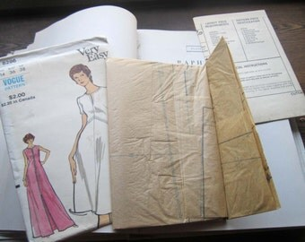 Vintage Vogue pattern * 1970's * Very Easy Misses Dress * Both Floor and Knee Length *