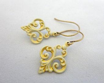 Shabby Chic Ivory Gold Earrings