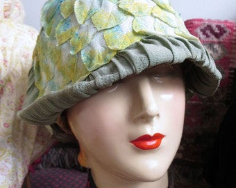 1920s Wild & Unusual Paradise Label Green Leaves Cloche Hat 22.5 Size Was 225.00