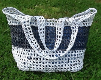 Plarn Tote - white with grey stripe