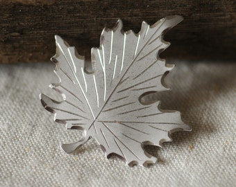 vintage small fall maple leaf brooch in silver color