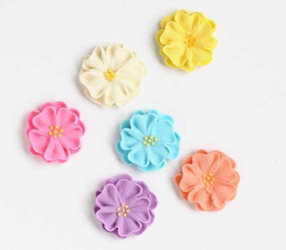 Large Royal Icing Daisies to Decorate Cupcakes or Cakes (6)