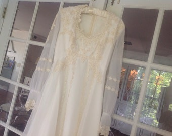 Gorgeous Vintage Wedding Dress Ivory With train And Veil