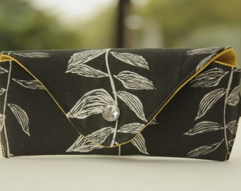 Glasses case/ Eyeglass case/ reading glasses case/ vine leaves/ black and white