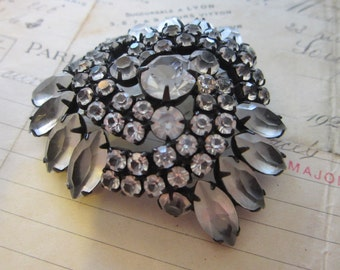 vintage rhinestone brooch - black setting, clear stones