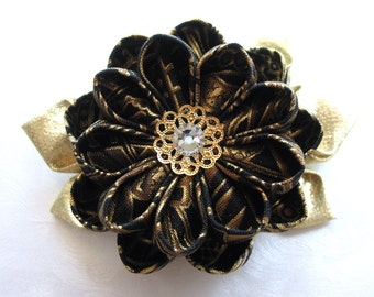 Realm of Radiance Kanzashi Flower Hair Clip Black and Gold