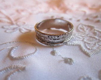 Vintage Silver Tone Avon Band Ring with Three Faux Etched Layers