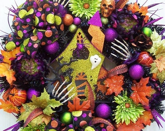A Lighted Halloween Wreath   The Haunting  Haunted House Skulls Etc.