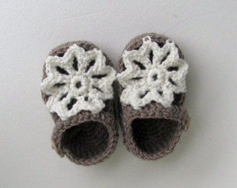 merino wool baby shoes girls flower petal sandals ankle strap wood buttons brown and white lace flower announcment box size 0 to 6 months