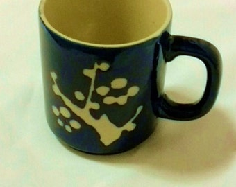Blue mug with abstract white design