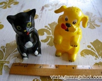 Cat and Dog 1950's  Salt and Papper Shakers Vintage  F and F Mold and Dye Works Dayton Ohio